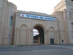 Ingresso_della_Fiera_del_Levante_su_Piazzale_Vittorio_Emanuele_III.jpg